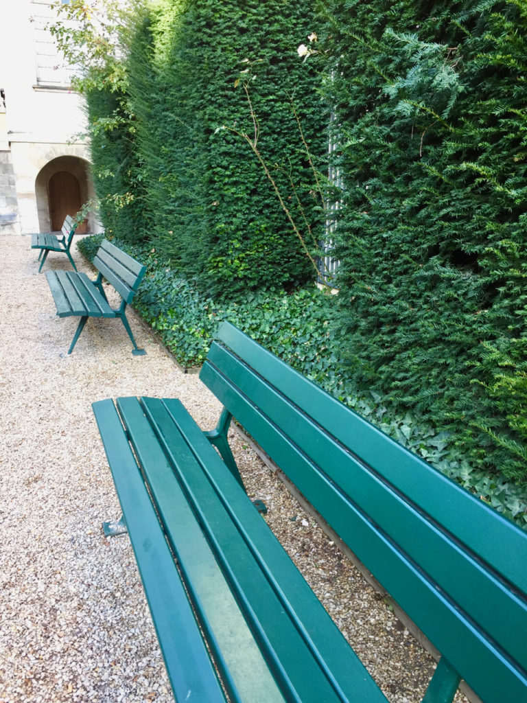 Benches in Le Jardin Lazare-Rachline in January